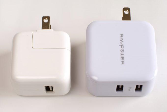 iPad用充電器と並べる