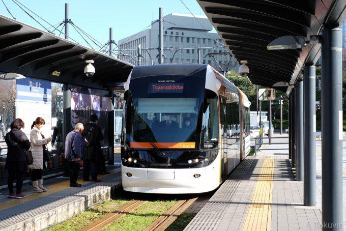 富山駅前のライトレール