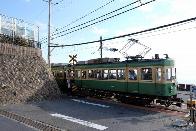 鎌倉高校前駅の踏切(X-T1 + XF16mm F1.4R)