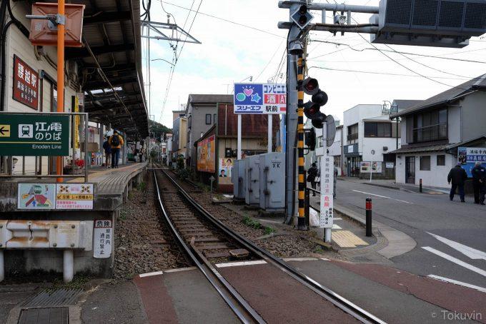 腰越駅ホーム(X-T1 + XF16mm F1.4R)