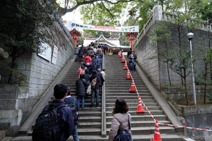 江島神社参拝の列(X-T1 + XF16mm F1.4R)