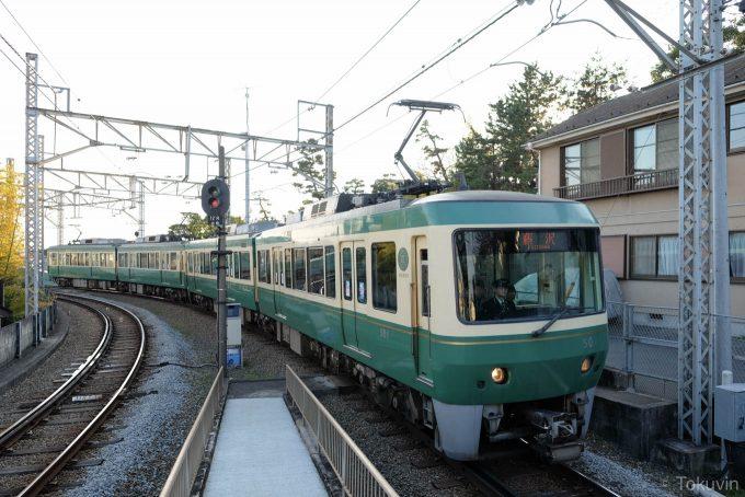 本日12本目の電車(X-T1 + XF16mm F1.4R)