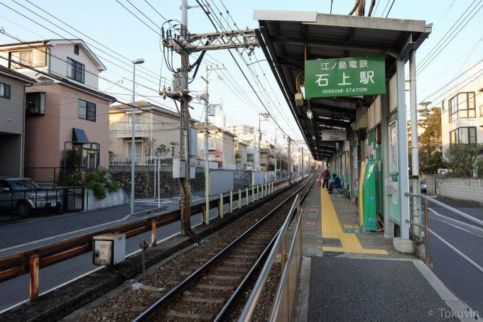 石上駅ホーム(X-T1 + XF16mm F1.4R)