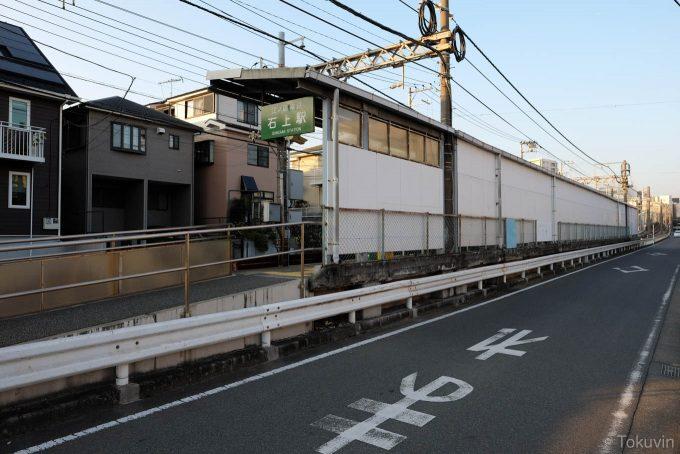 石上駅前の道路(X-T1 + XF16mm F1.4R)