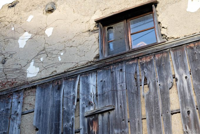 古びた家屋(X-T1 + XF35mm F1.4R)