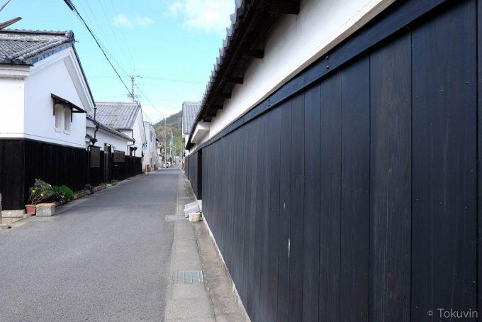 黒壁の通り(X-T1 + XF16mm F1.4R)