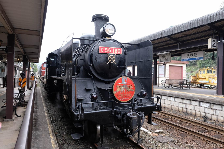 津和野駅構内で入れ替え中のSL。