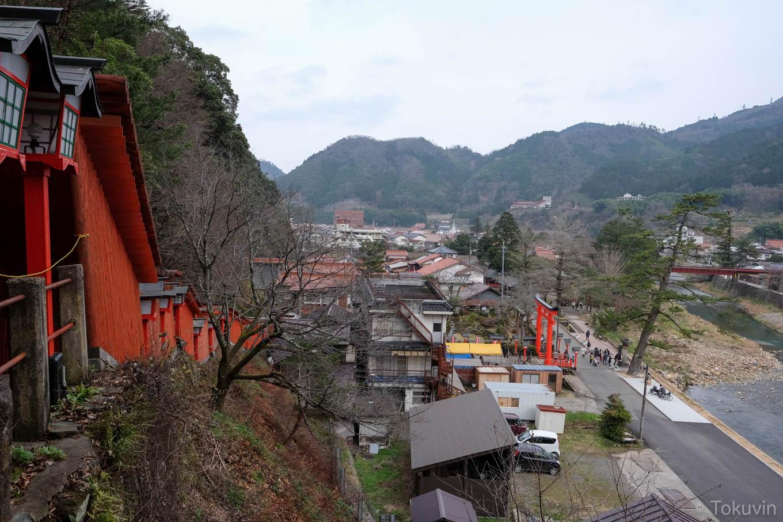 鳥居の途中から望む津和野の街。