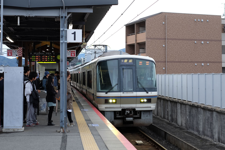 普通列車の京都行き 260M。