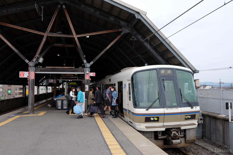 普通列車の亀岡行き 1247M。