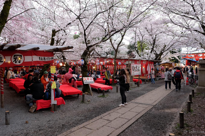 平野神社の境内。