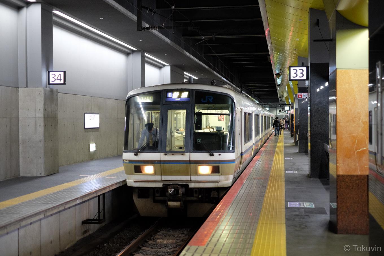 普通列車の亀岡行き 1237M。