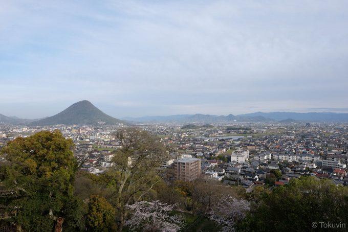 丸亀城から讃岐富士方面を望む (X-T1 + XF16mm F1.4R)