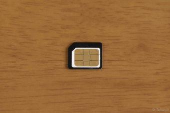 micro SIM変換アダプターを装着