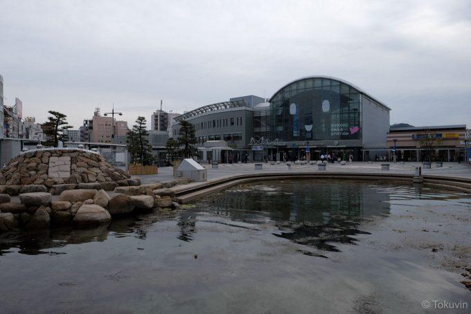 海水池越しの高松駅(X-T1 + XF16mm F1.4R)