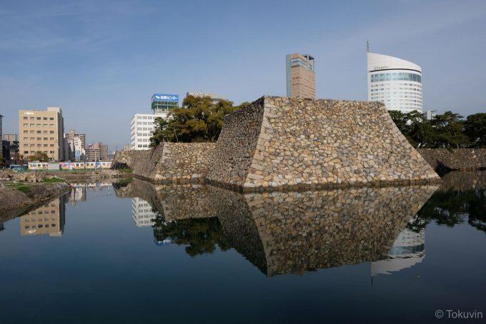 高松城の天守台と琴電