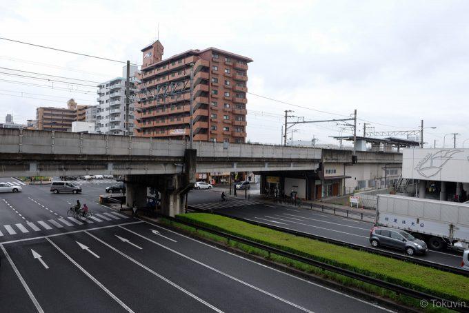 丹波口駅前を走る大きな道路