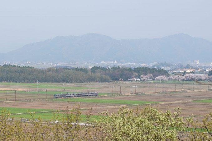 虎御前山から眺める北陸本線 (X-T1 + XF90mm F2R)