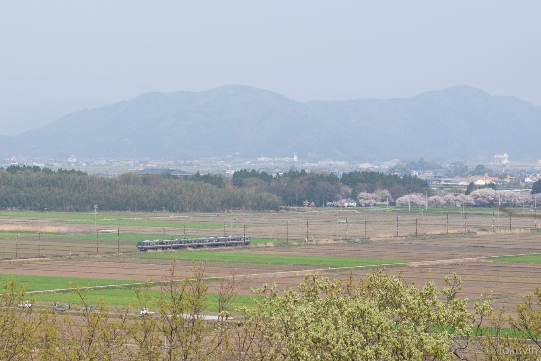 虎御前山から眺める北陸本線。