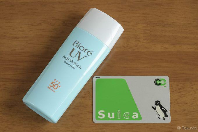 製品の外観とSUICAカード