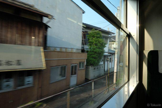 懐かしい景色の流れる車窓 (FUJIFILM X-T1 + XF16mm F1.4R)