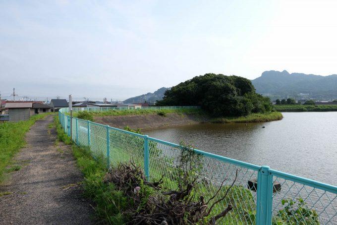 平田池沿いの通路