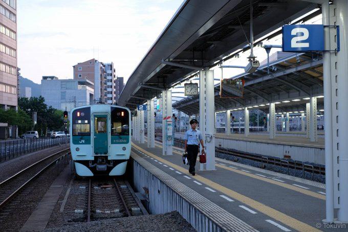 高松駅に到着した358D