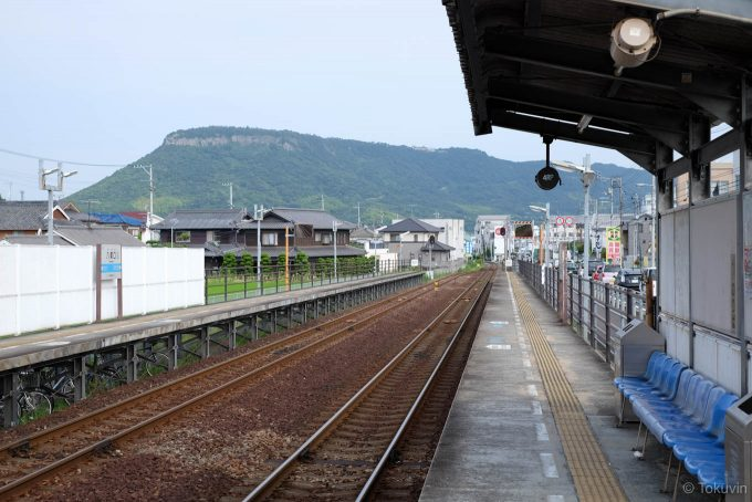 八栗口駅ホーム
