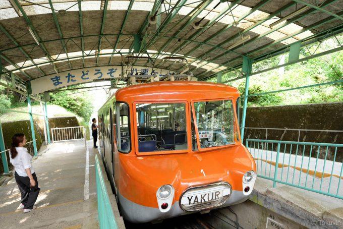 八栗山上駅の2号車