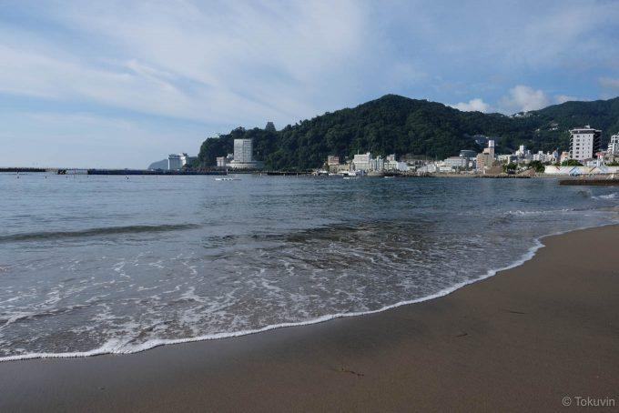 熱海サンビーチ (FUJIFILM X-T1 + XF16mm F1.4R)