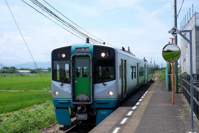阿波川端に入線する4323D