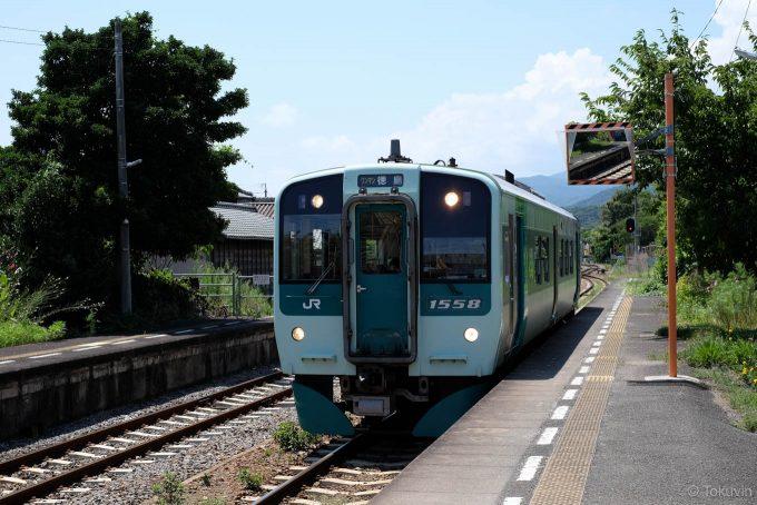 板東駅に入線する4329D