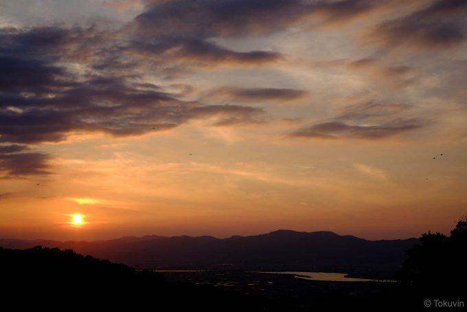 眉山からの日没と吉野川