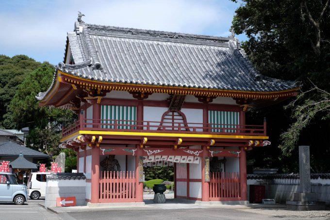極楽寺の仁王門