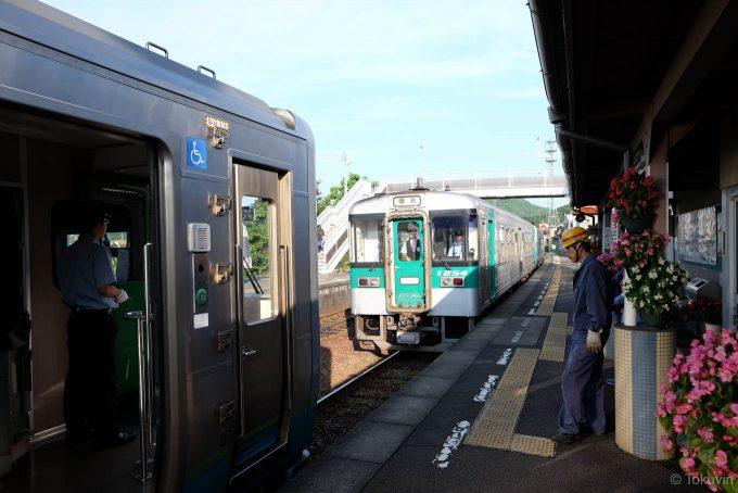 引田駅での増結作業