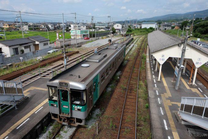 発車を待つ徳島行き4317D
