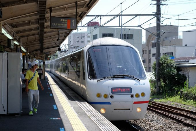 来宮駅に入線する5635M