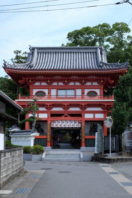 金泉寺の仁王門
