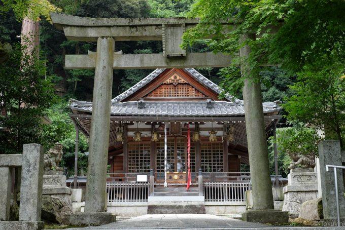 意冨布良神社の拝殿