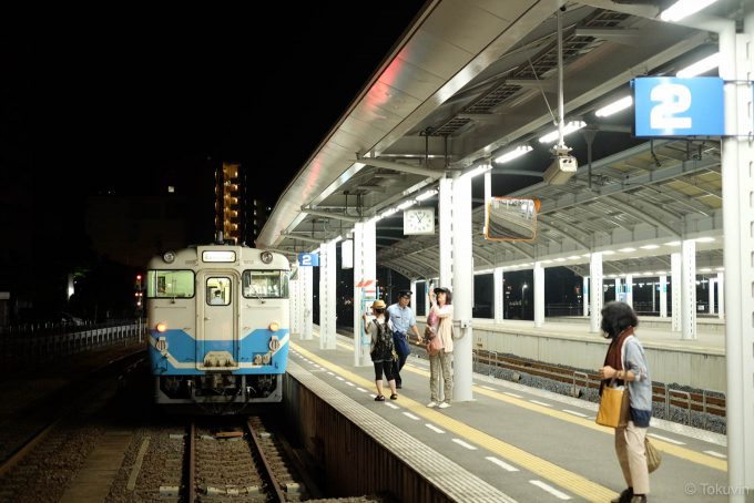 高松駅に到着した4378D