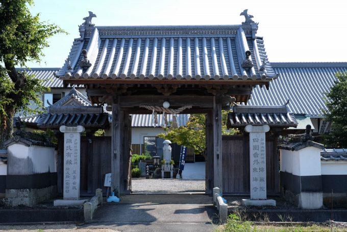 東海寺の山門