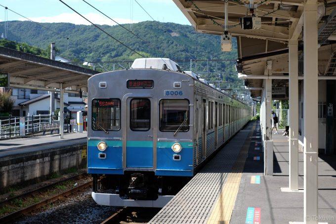 宇佐美駅に入線する5649M