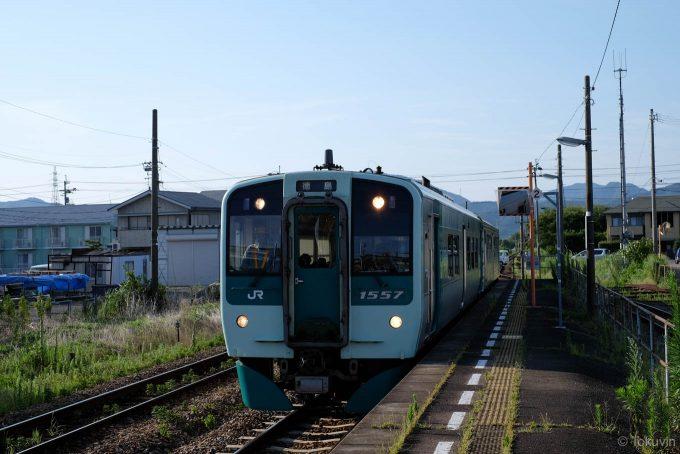 吉成駅に入線する973D