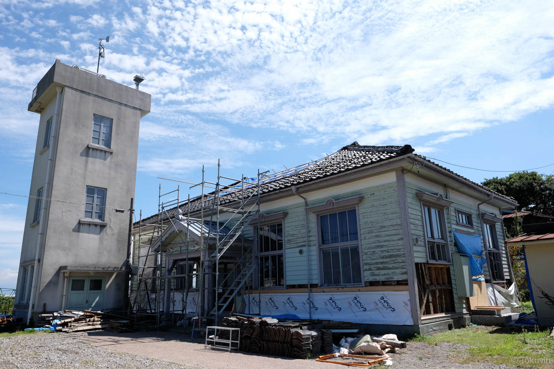 工事中の伏木気象資料館。