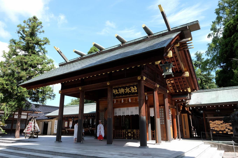 射水神社の拝殿。