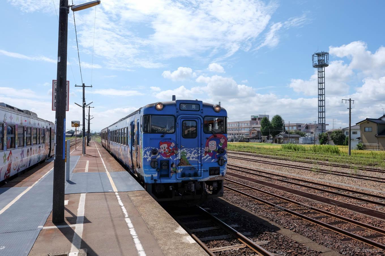 普通列車の氷見行き 539D。