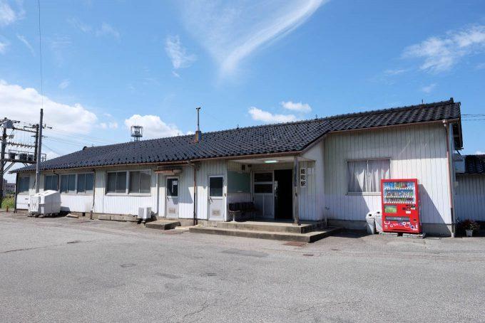 能町駅の木造駅舎