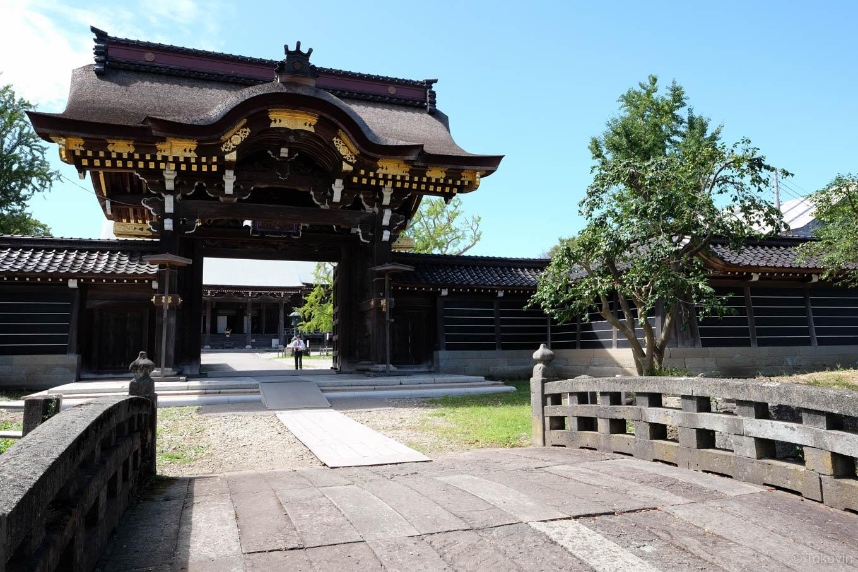 勝興寺唐門。