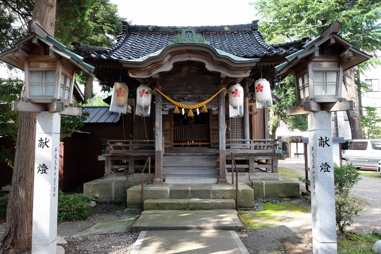 趣のある神明社の拝殿。