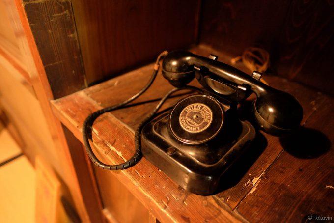母屋に残されていた古い電話機